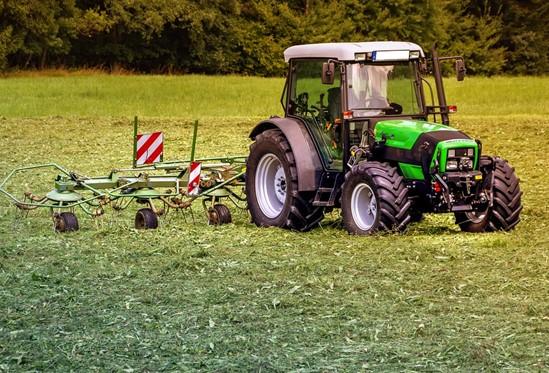 tractors-3571452_960_720.jpg
